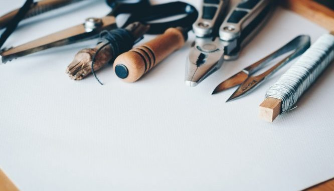 Olovke na papiru