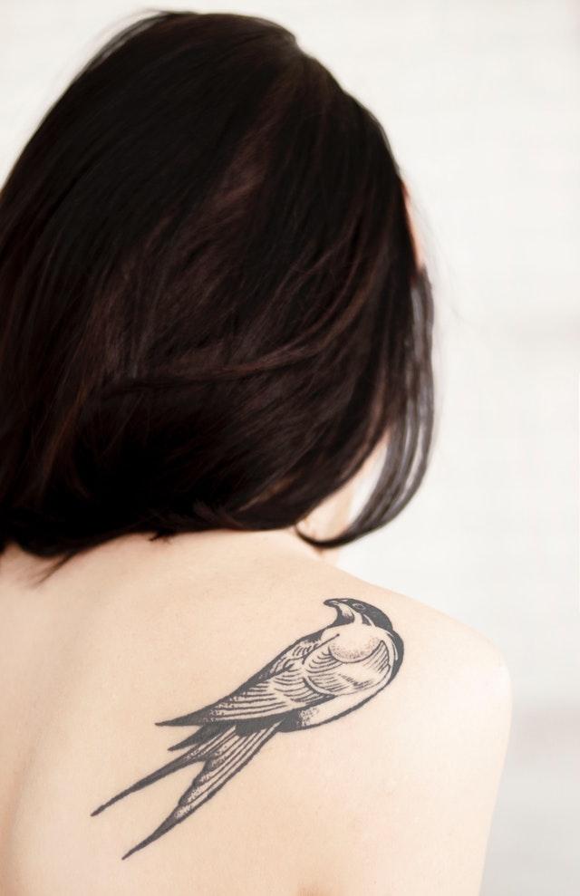 Zena sa tetovazom